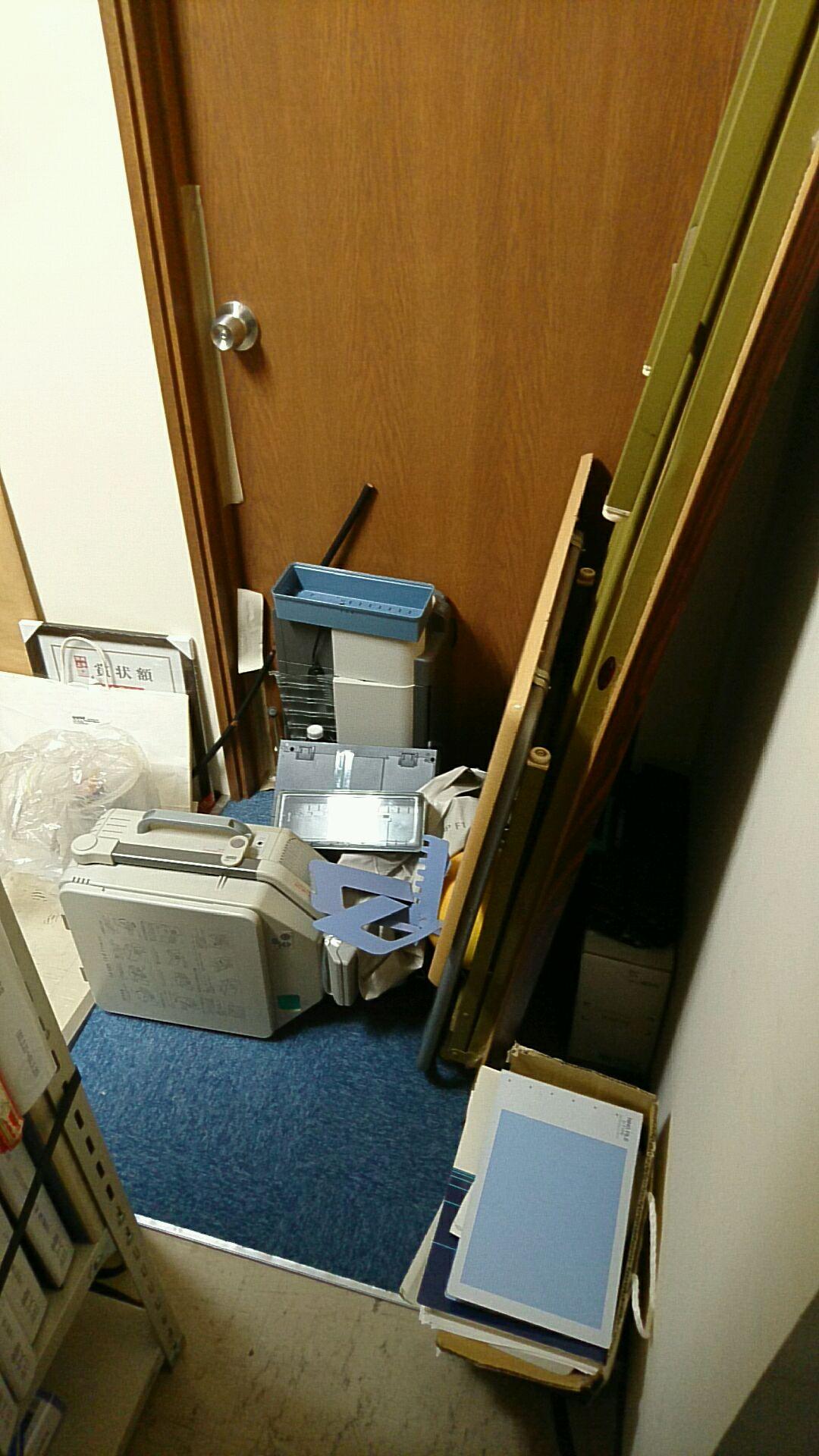 【愛知県名古屋市東区】オフィス移転に伴う倉庫内のロングテーブルや事務用品の処分