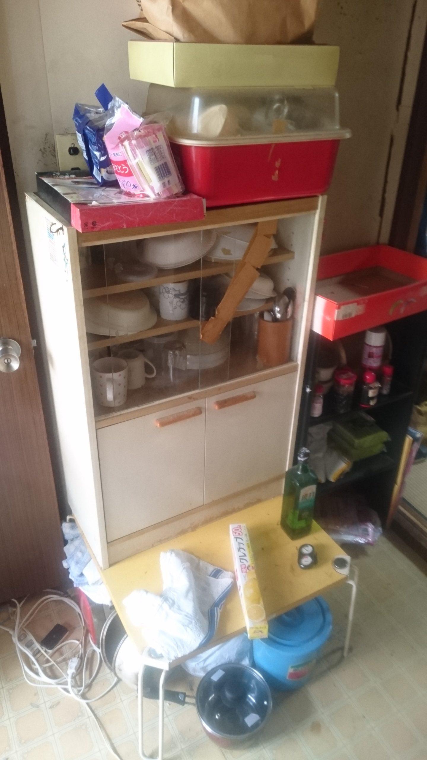 【愛知県名古屋市瑞穂区】小型食器棚と収納中の調理用品の一括回収