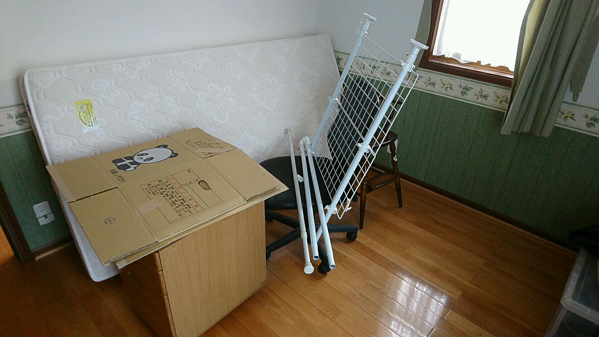 【愛知県名古屋市名東区】マットレスや袖机、チェア等の回収