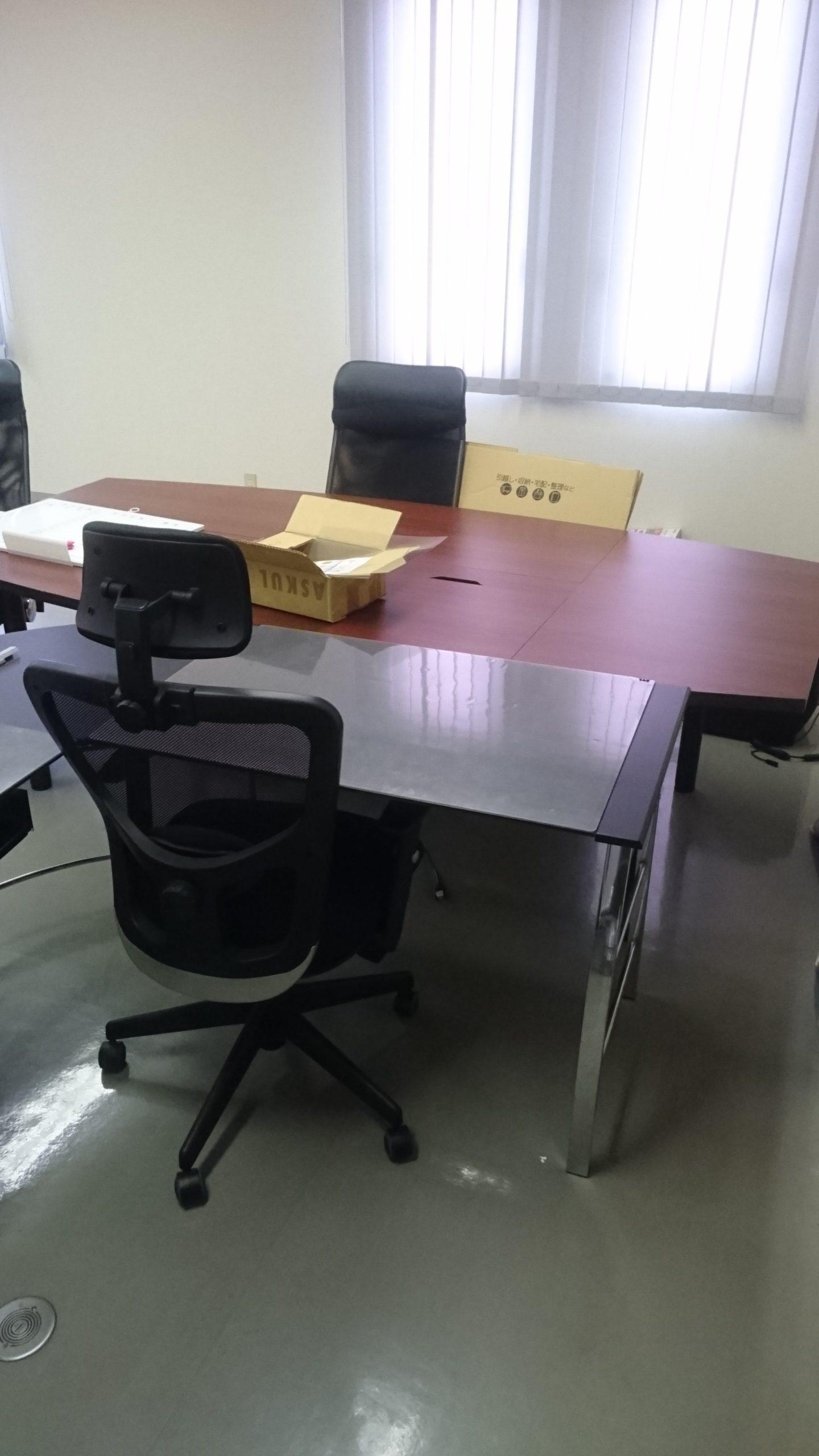【愛知県名古屋市中区】OAデスクとチェアの回収